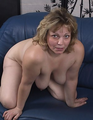 Free MILF on Knees Porn Pictures