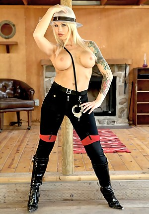 Free Inked MILF Porn Pictures