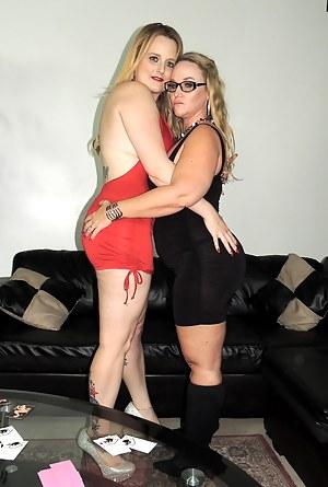 Lesbian MILF Humping Porn Pics @ MilfSet.com