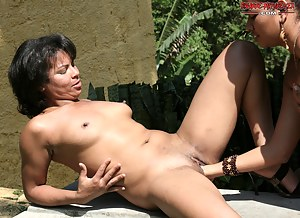 Free Black Lesbian MILF Porn Pictures
