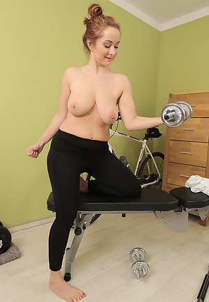 Free Fitness MILF Porn Pictures