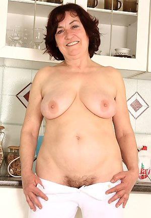 Free MILF Saggy Tits Porn Pictures