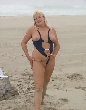 Free MILF Bikini Porn Pictures