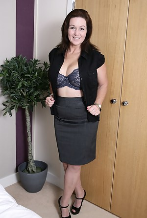 Free Non Nude MILF Porn Pictures