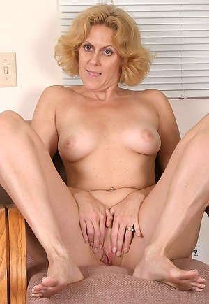 Free MILF Foot Fetish Porn Pictures