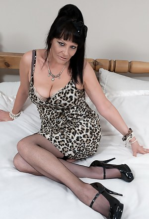 Free MILF High Heels Porn Pictures