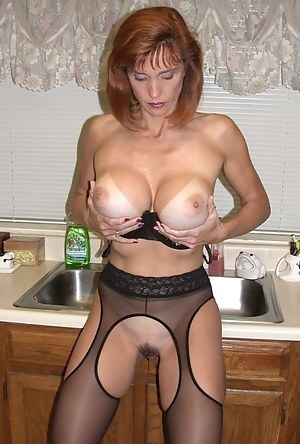 Free Tanned MILF Porn Pictures